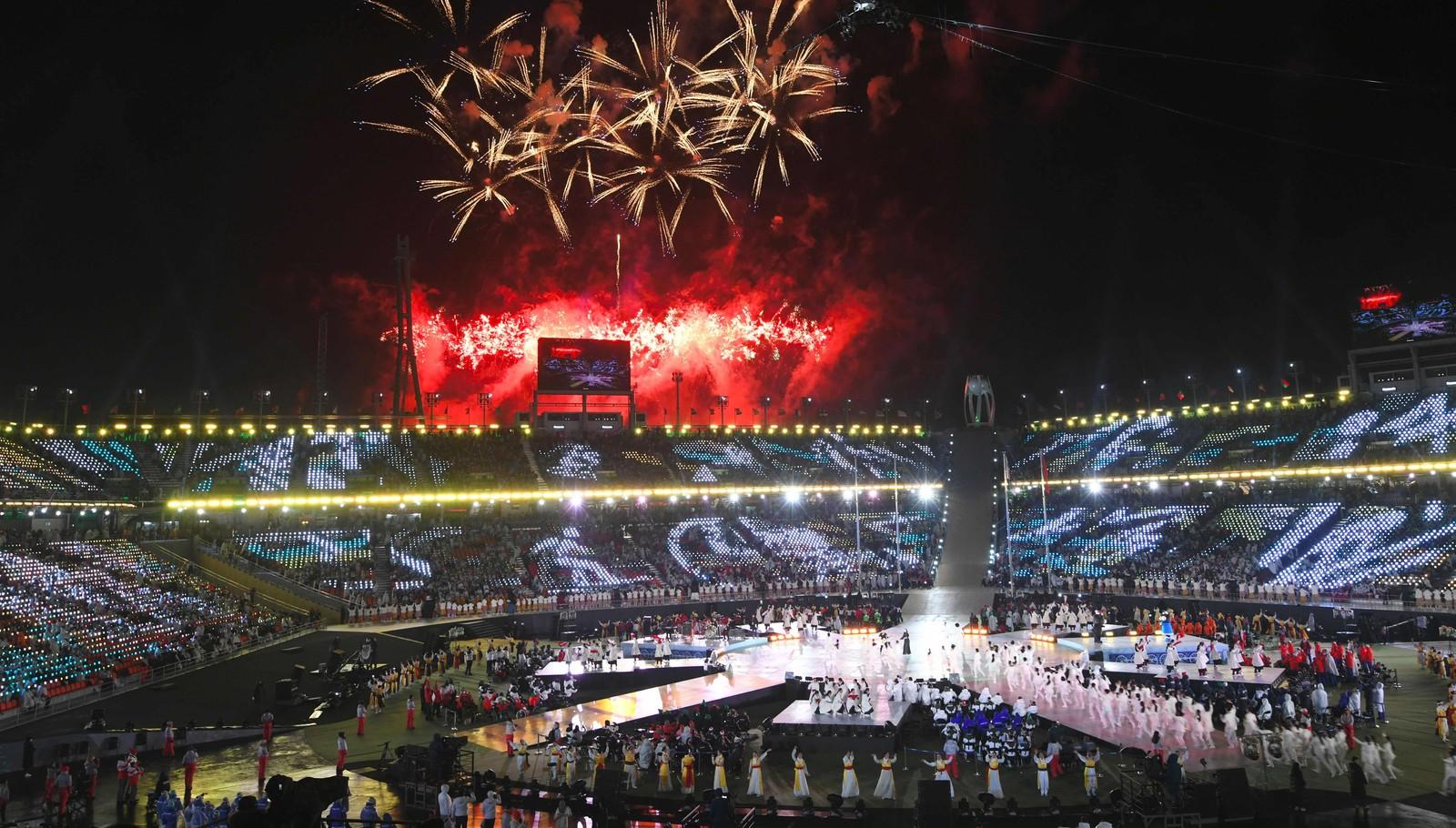 OL-stadion med fyrverkeri. Foto.