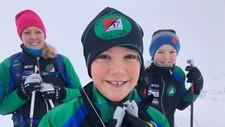 Karl Henrik Søstrand (10) fikk seg en fin skitur fredag. På bildet sammen med mor Katrine Søstrand Nilsen og broren Jesper Søstrand (13).