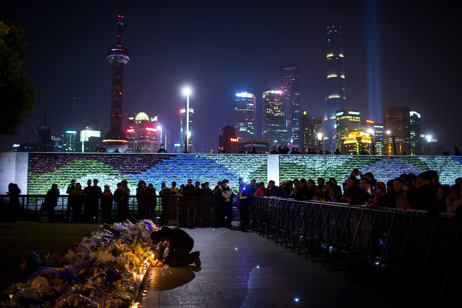 SHANGHAI: Minneseremoni over 36 mennesker som ble trampet ihjel under nyttårsfeiringen i Shanghai for to år siden.