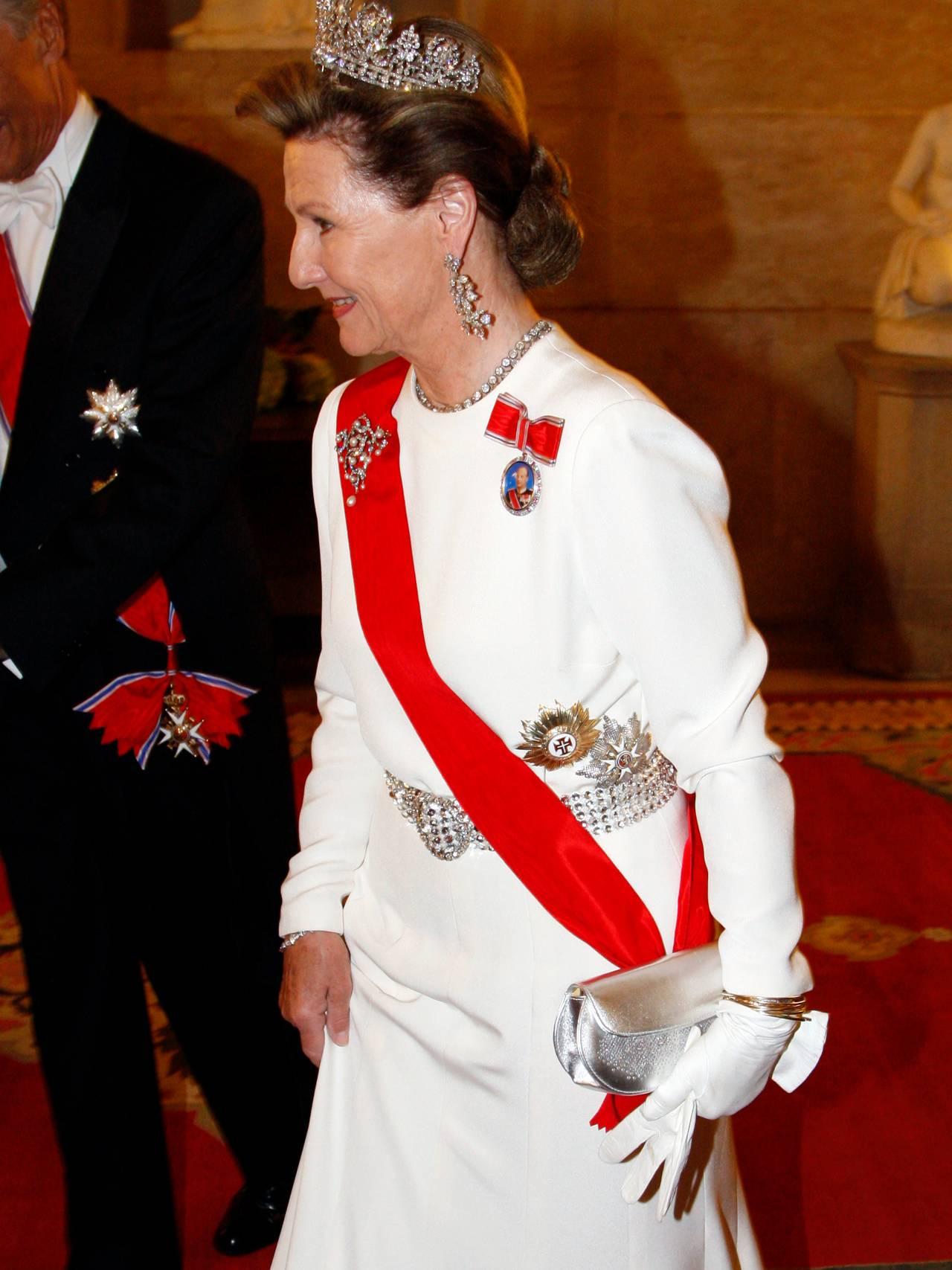 Dronning Sonja hvit kjole