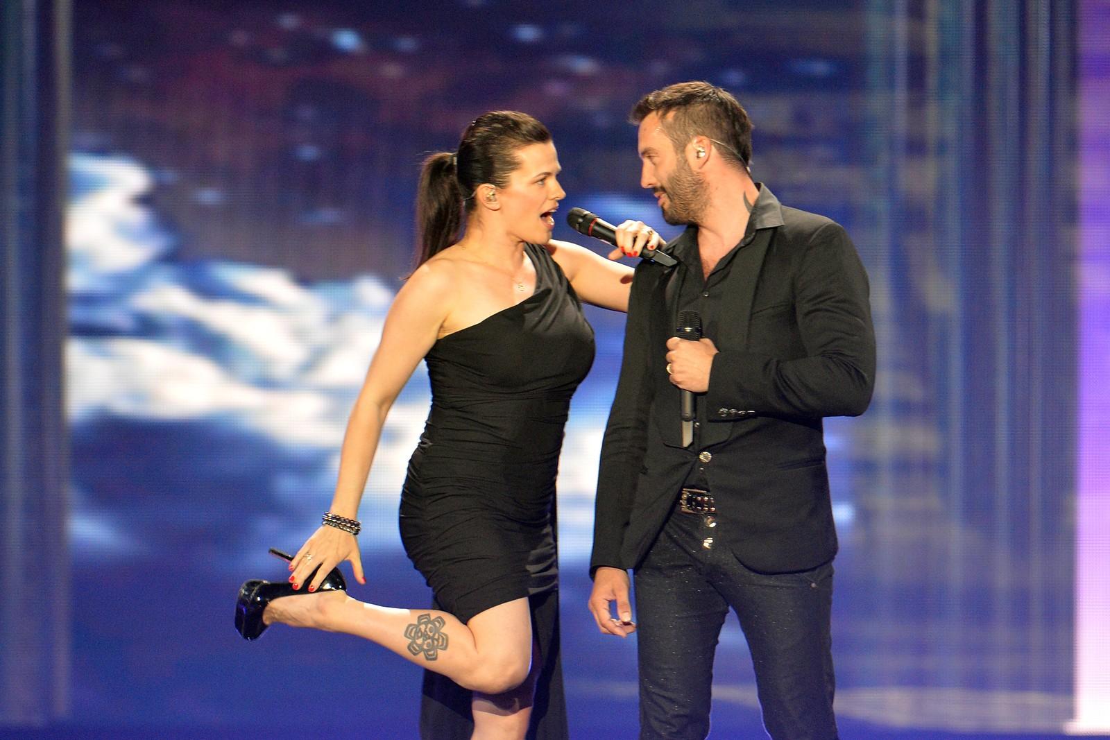 Marta Jandová og Václav Noid Bárta fra Tsjekkia synger «Hope Never Dies» og håper på finaleplass i kveld som åttende artist ut. Her fra onsdagens kostymeprøver.
