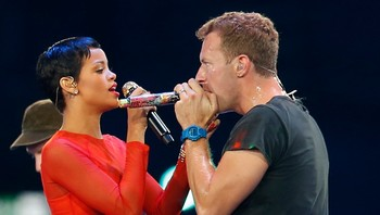 PARALYMPICS/ Singer Rihanna and Chris Martin from Coldplay perform in the Olympic Stadium during the closing ceremony of the London 2012 Paralympic Games