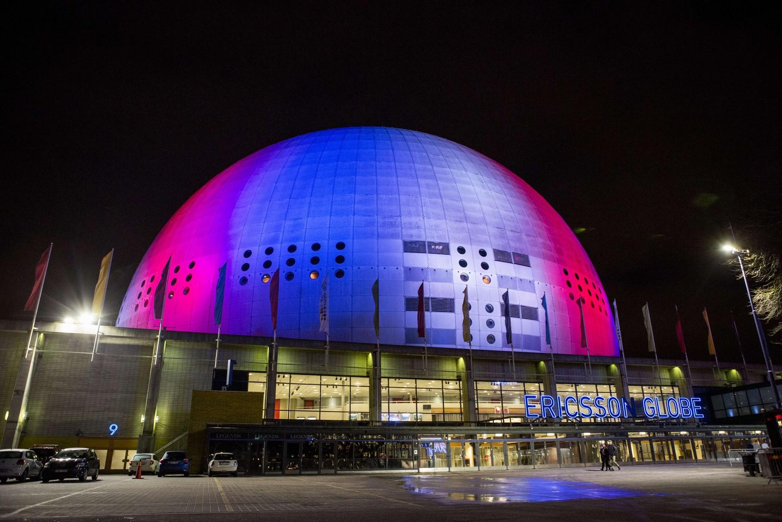 I Stockholm lyste kuppelen i «Globe Arena» opp i blått, hvitt og rødt.