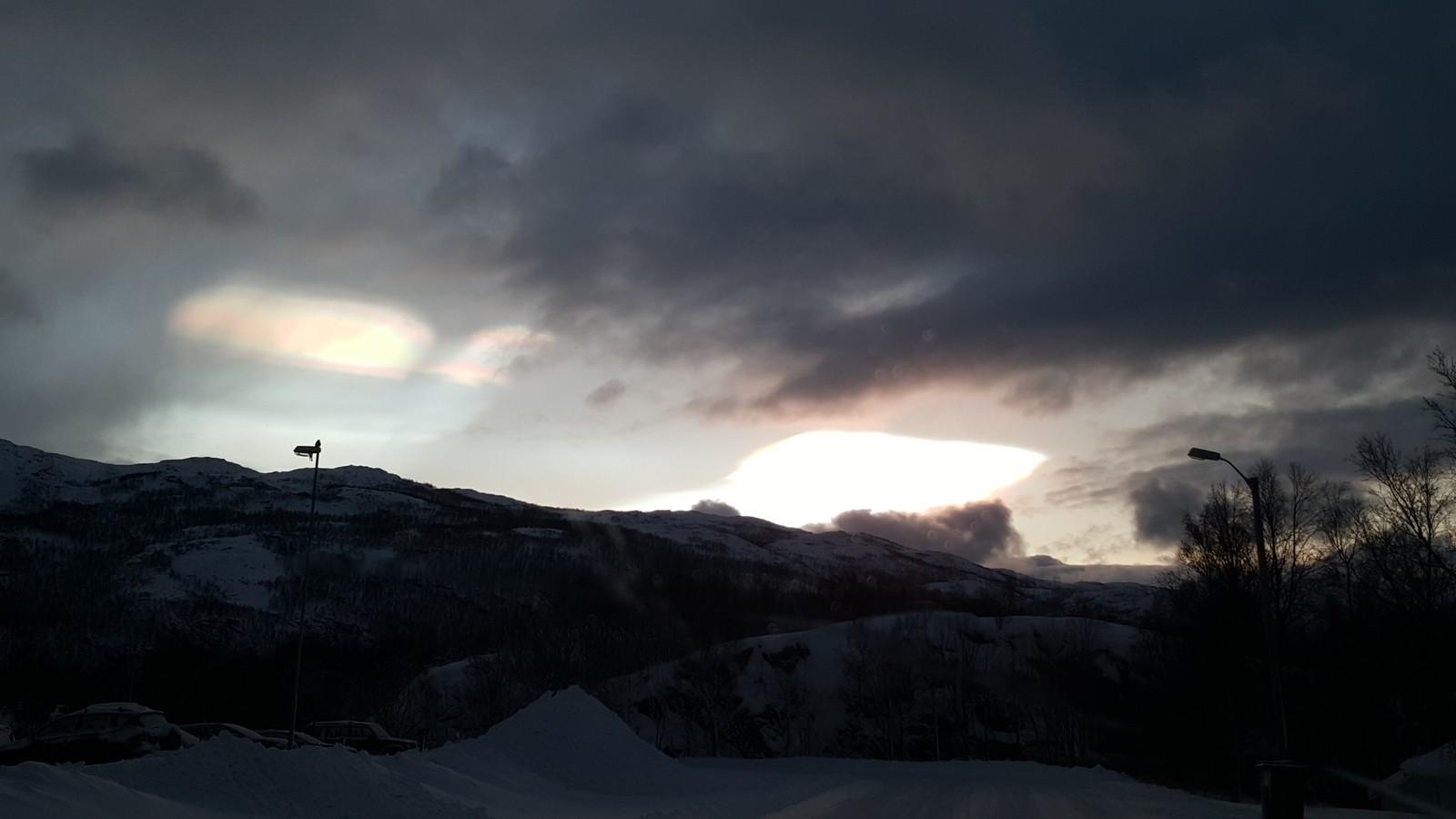 Perlemorskyer over Narvik.