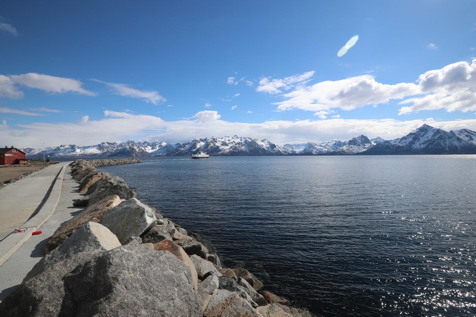 Melbu er et tettsted i Hadsel kommune i Nordland fylke og har 2 243 innbyggere per 1. januar 2016
