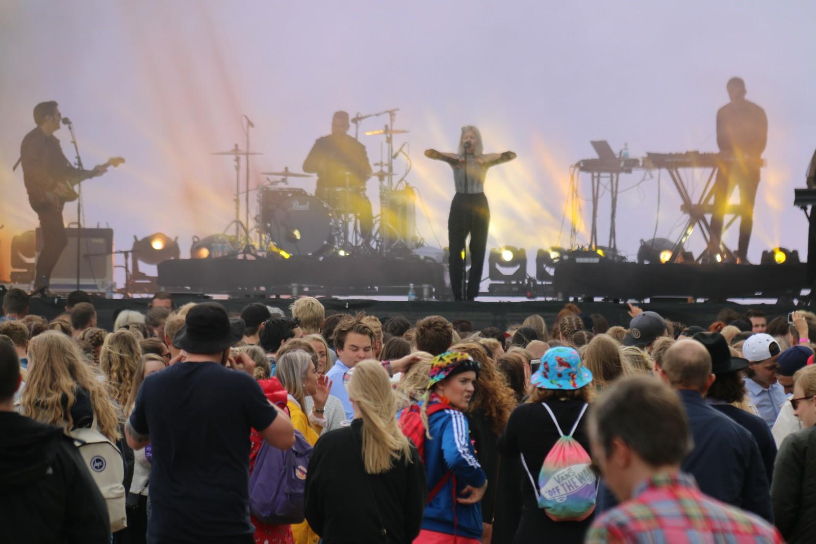 Aurora på scenen under Palmesus 2016