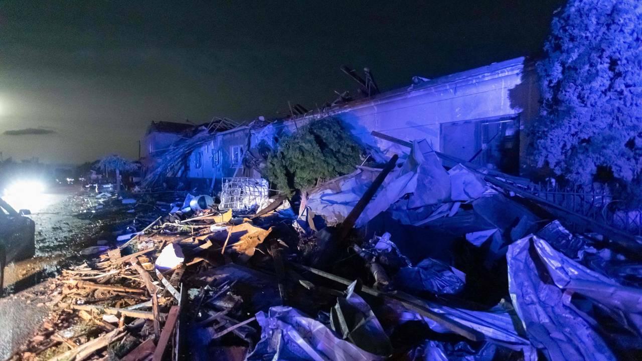 Ødelagte bygninger i landsbyen Hrusky, 60 km sør for Brno, Sør-Moravia, Tsjekkia, etter at det ble rammet av en tornado 24. juni - 2021
