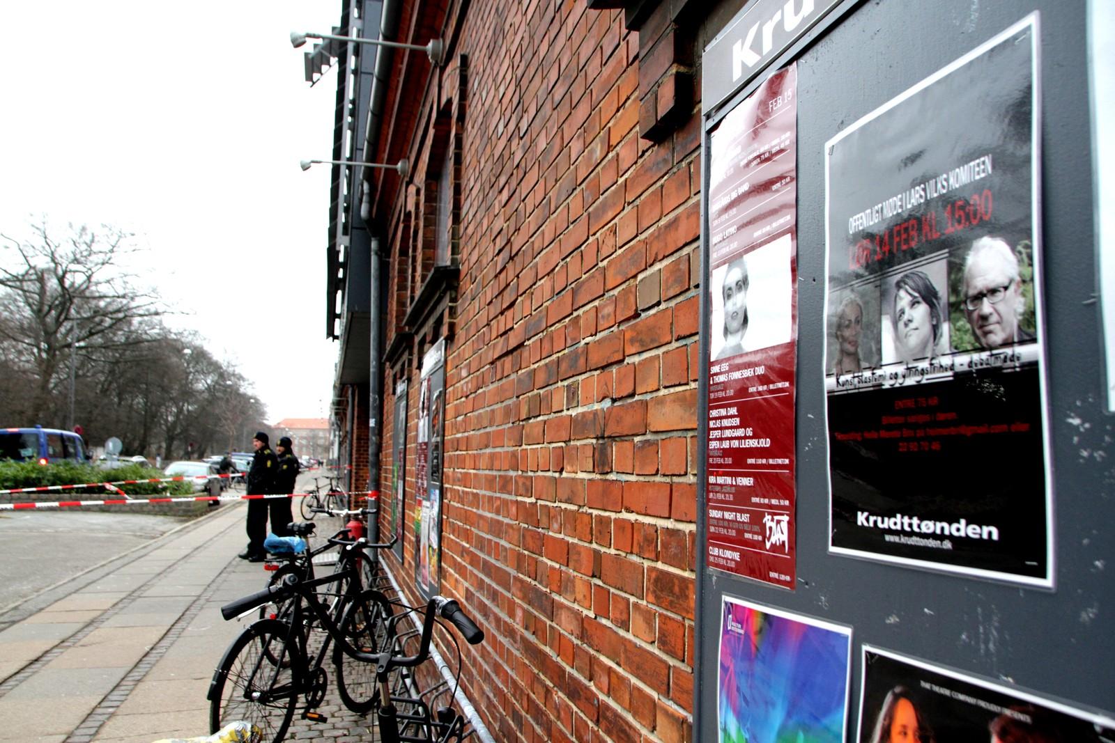 Kunstner og Muhammed-tegner Lars Vilks varen av deltagerne på et debattmøte med tittelen «Kunst, Blasfemi og Ytringsfrihed» i kulturhuset «Krudttønden» på Østerbro i København.