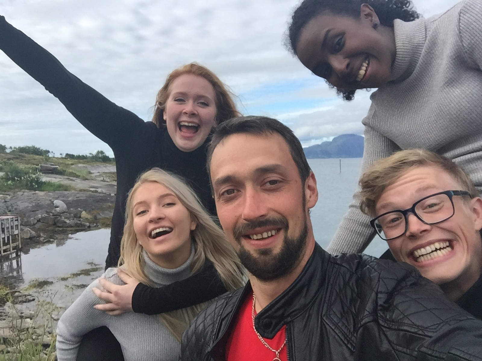 Når ordføreren ferierte i varmere strøk, fikk vi selveste varaordfører John Erik Skjellnes Johansen(Ap) med oss på Dønnas selfie!