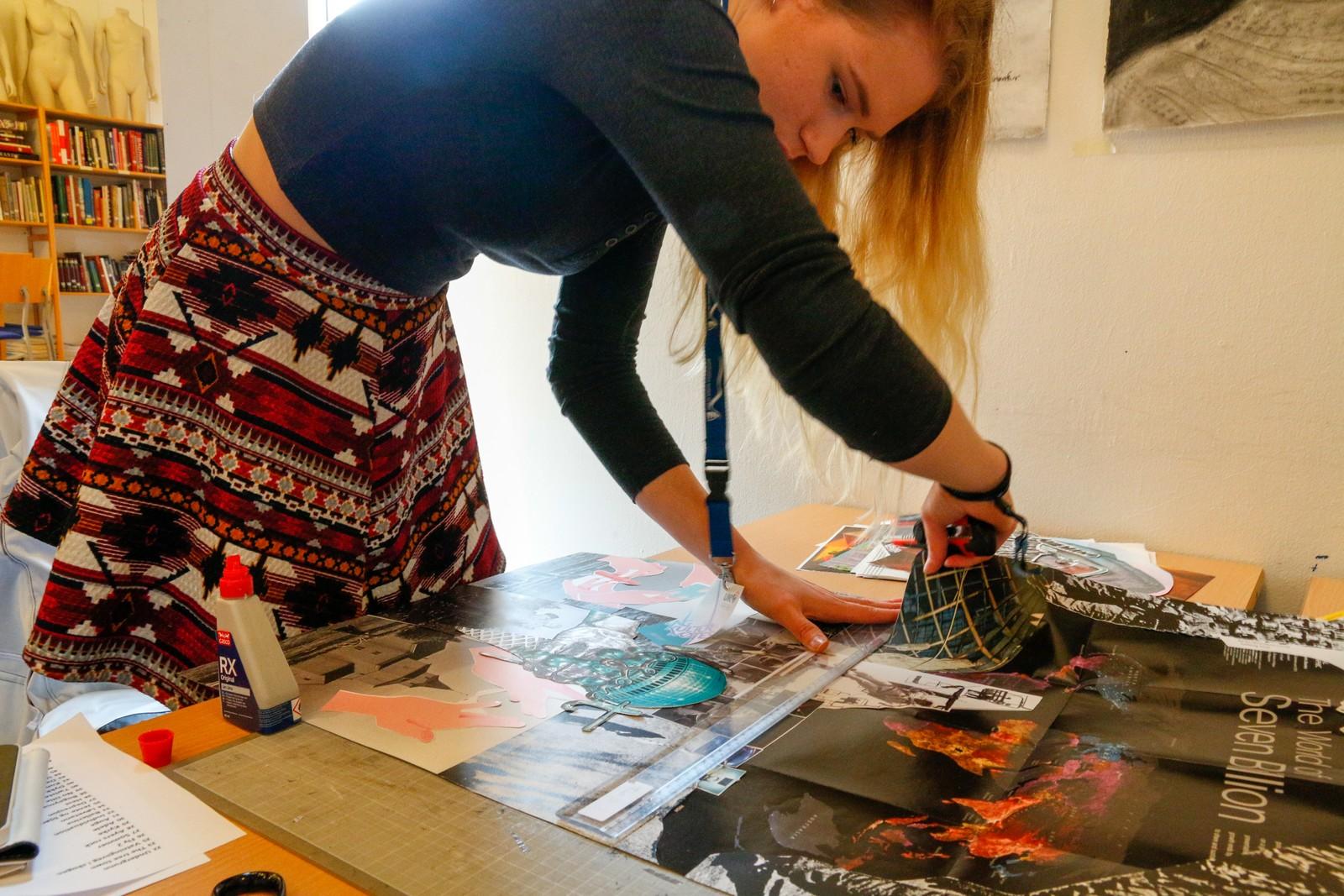 COLLAGE: Maia Grøndahl (16) frå Øvre Årdahl deltek i kunstutstillinga på UKM med fire bilete av Adele. Ho går studiespesialisering med formgjevingsfag på Hafstad VGS, og syns det er kjekt med forskjellige kunstformer.