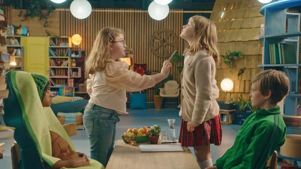 Går det an å skille seg fra en irriterende lillesøster? Anna prøver det.