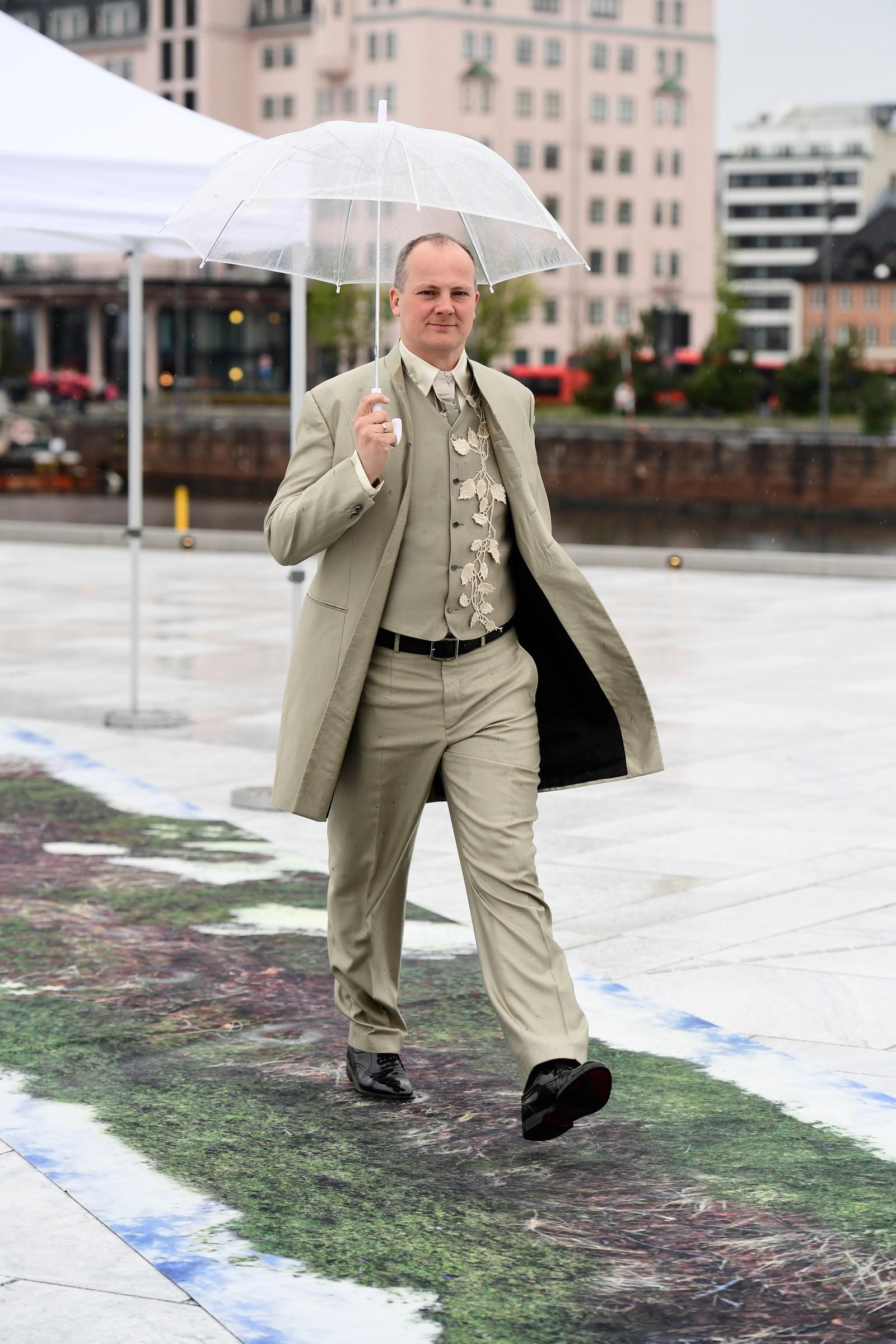 Samferdselsminister Ketil Solvik-Olsen ankommer festmiddagen i Operaen i anledning kongeparets 80-årsfeiring.