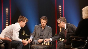 Bill Gates og Magnus Carlsen møtes til sjakkduell på Skavlan.