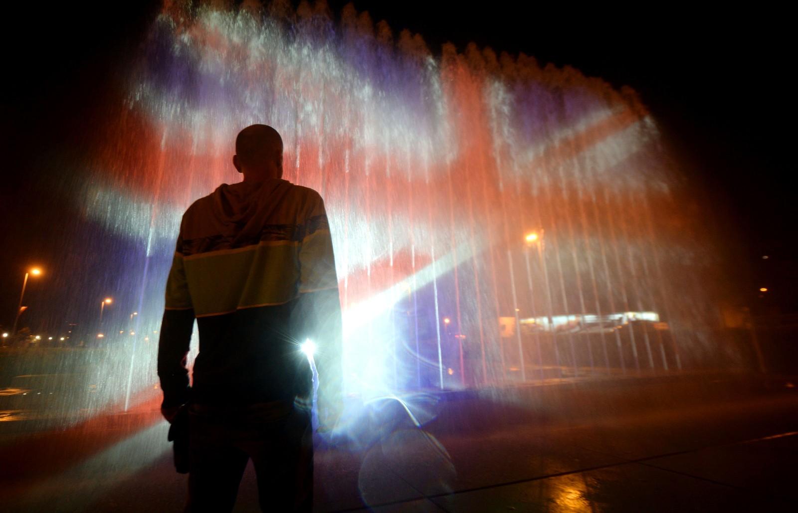 En fontene i Zagreb i Kroatia er lyssatt med fargene til det britiske flagget etter angrepet i Manchester.