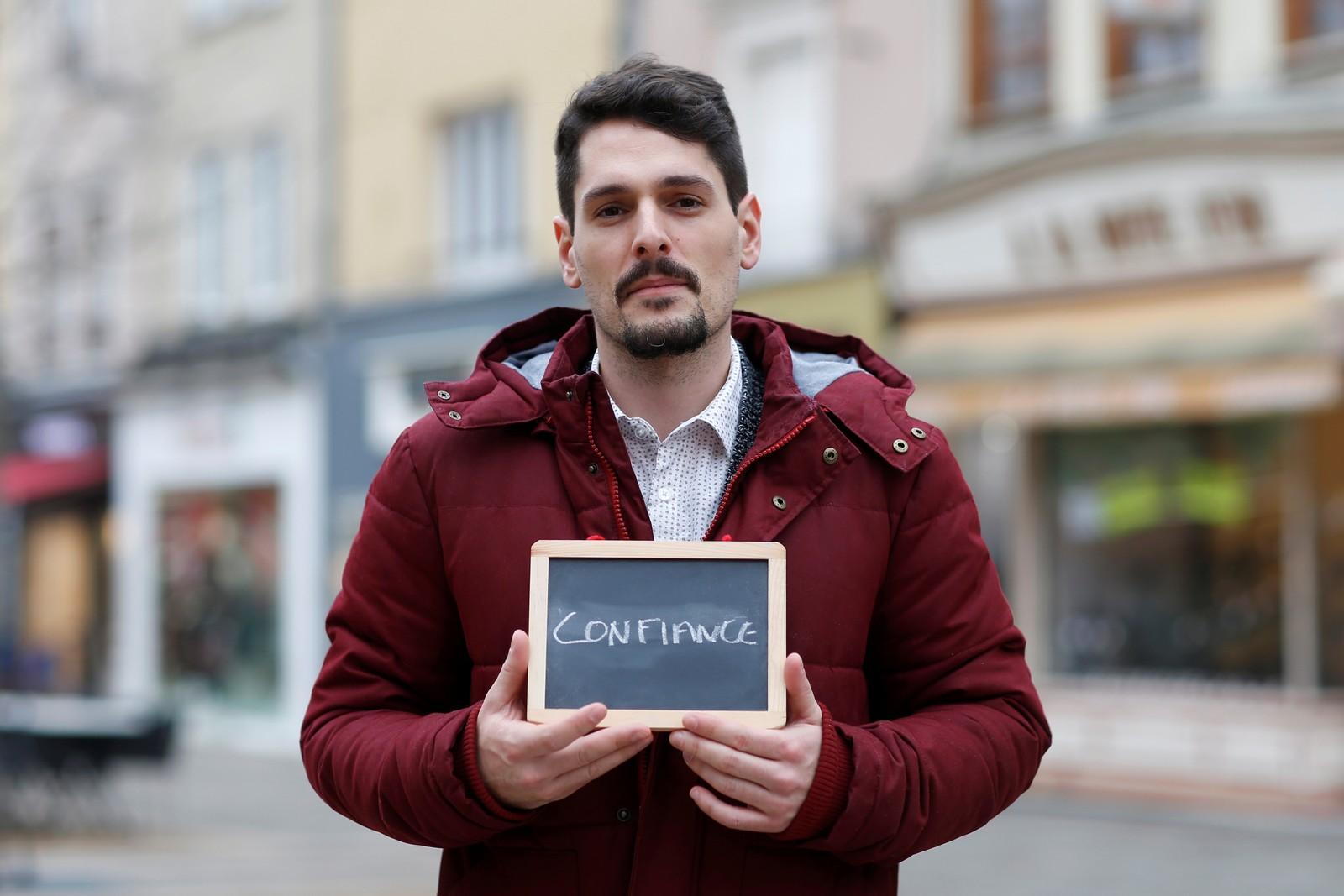 """For selgeren Julien Ambrosio (27) er tillit det viktigste i valgkampen. """"Vi må kunne stole på våre politikere, men det er stadig mer vanskelig med dagens utvikling""""."""