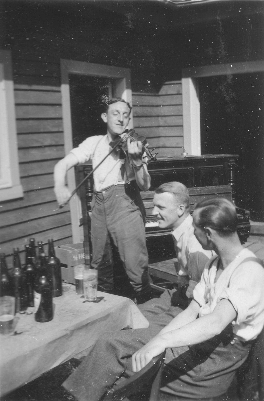 Festleg lag bland dei tyske soldatane på Voss, i 1941.