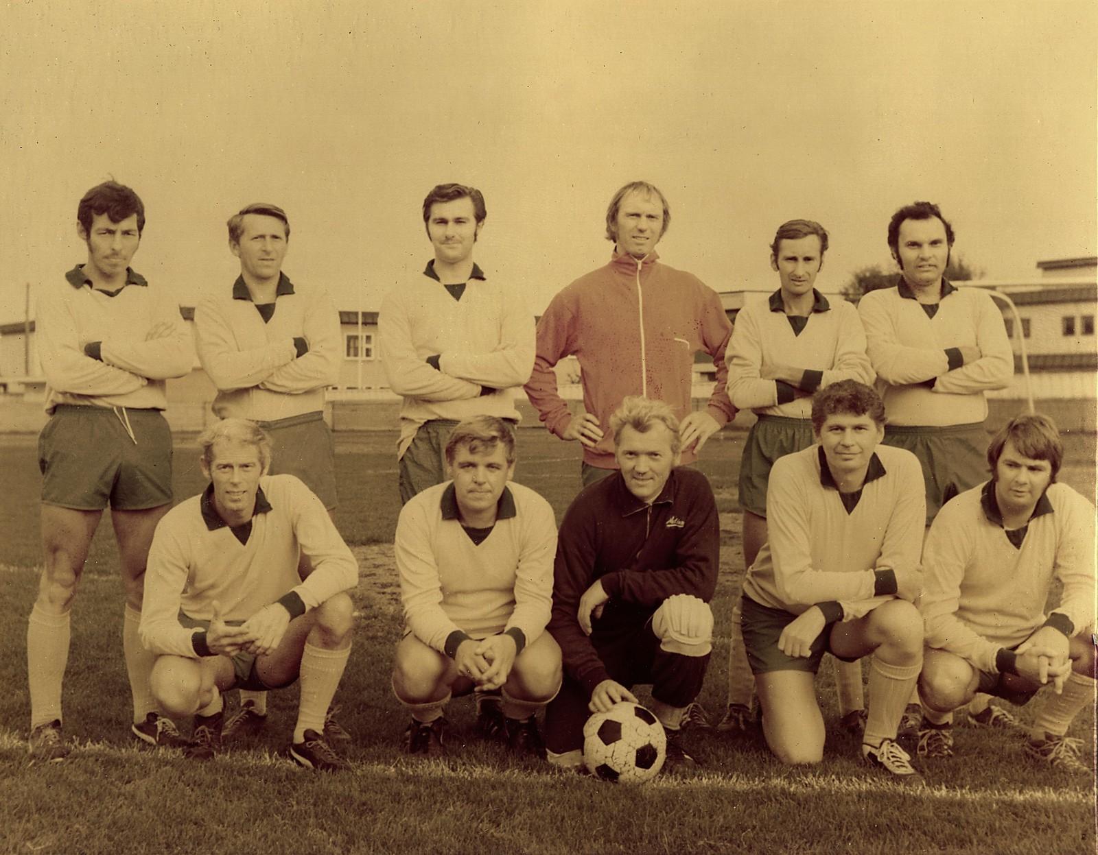 Bedriftsfotball-National 1960 - se navnene på spillerne på neste bilde