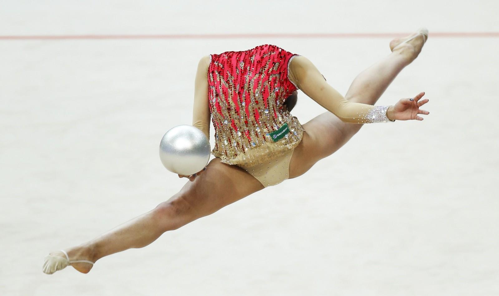 Det så et lite øyeblikk ut som russiske Margarita Mamun hadde mistet hodet da hun deltok i EM i rytmisk sportsgymnastikk i Minsk i mai.