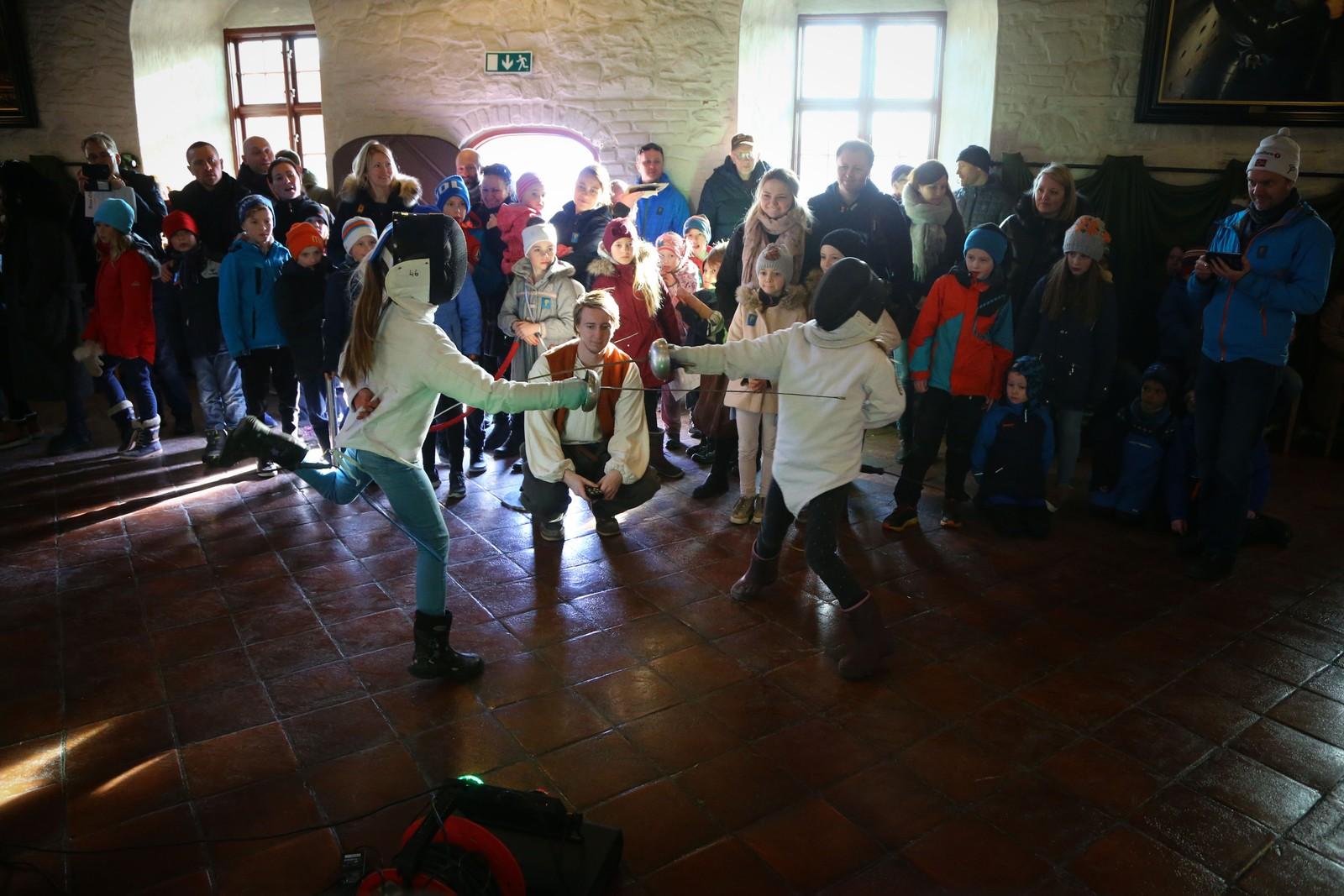Lørdag 11. mars var det duket for det niende Anno-lørdagen i regi av Nidaros Domkirkes Restaureringsarbeider (NDS) i forbindelse med TV-serien Anno som har gått på NRK. Rundt 1500 besøkende tok turen for å oppleve Erkebispegården anno 1537, der de fikk møte steinhuggere, murere, snekkere, gipsmakere, blyglasshåndverkere og smeder. Og smake på matretter som var vanlige på 1500-tallet!