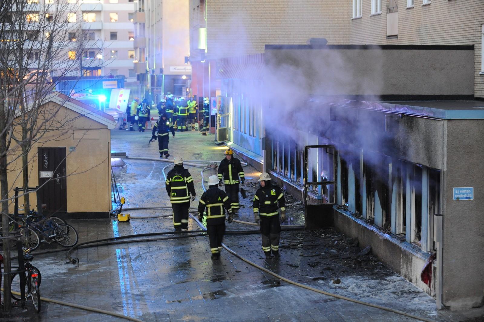 Ved 15.30-tiden var moskebrannen under kontroll, men det var kraftig røykutvikling i bygningen.
