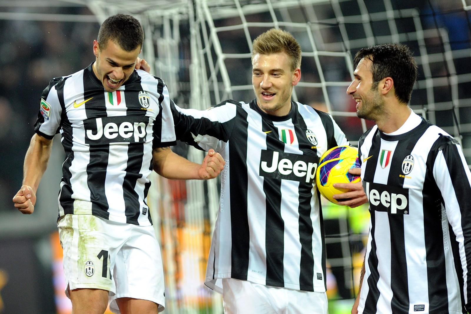 GIOVINCO: Bendtner feirer et Juventus-mål mot Torino i 2012 sammen med Sebastian Giovinco (v.) og Mirko Vucinic (h.).