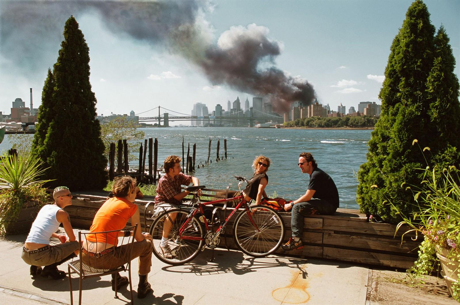 Thomas Hoepker vakte oppsikt med dette bildet, tatt i kjølvannet av terroren i New York 11. september 2001.