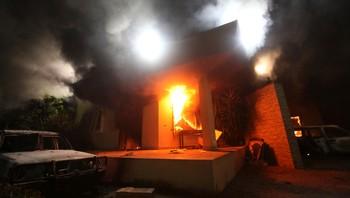 Det amerikanske konsulatet i Benghazi i brann