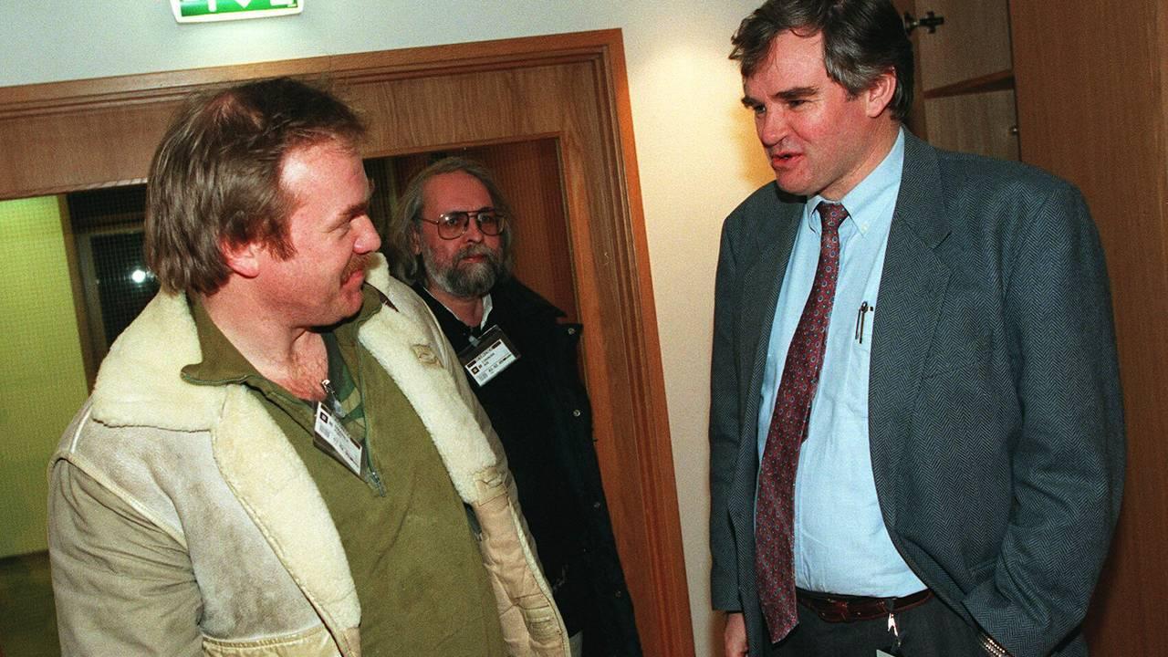Kurt Oddekalv i samtale med statssekretær Johannes M. Nakken i Fiskeridepartementet