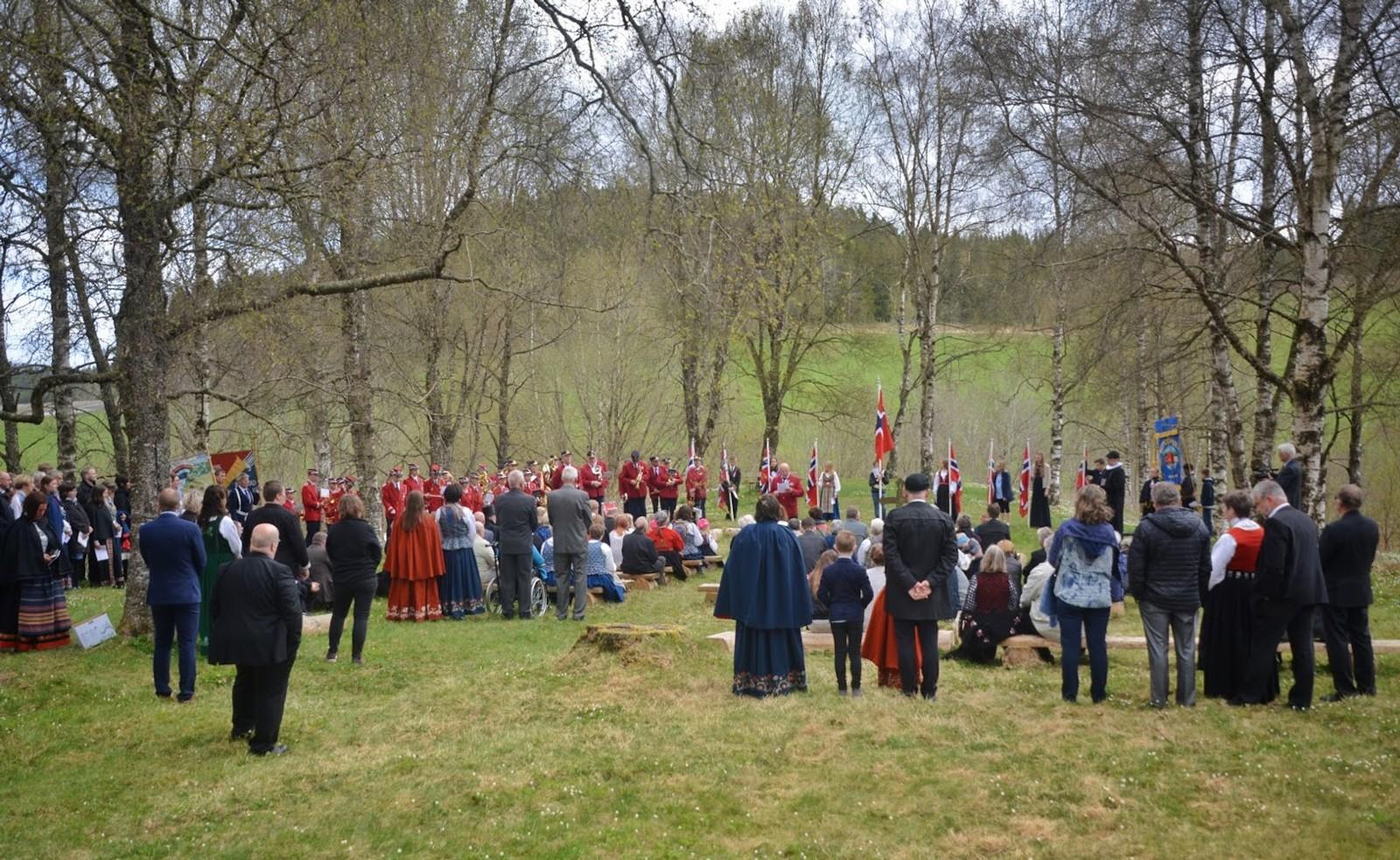 17.mai på den gamle kirkegården på Beitstad.
