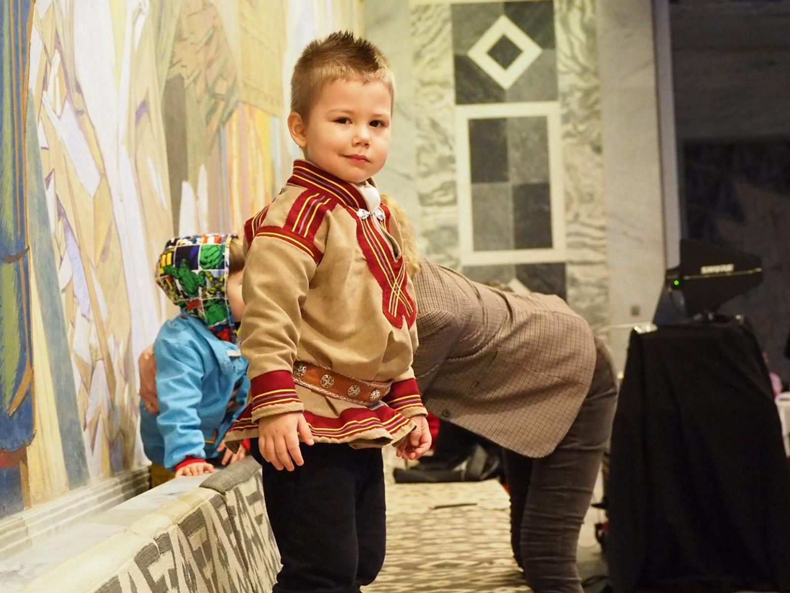 Det var mange koftekledde i Oslo rådhus, blant annet denne søte gutten!