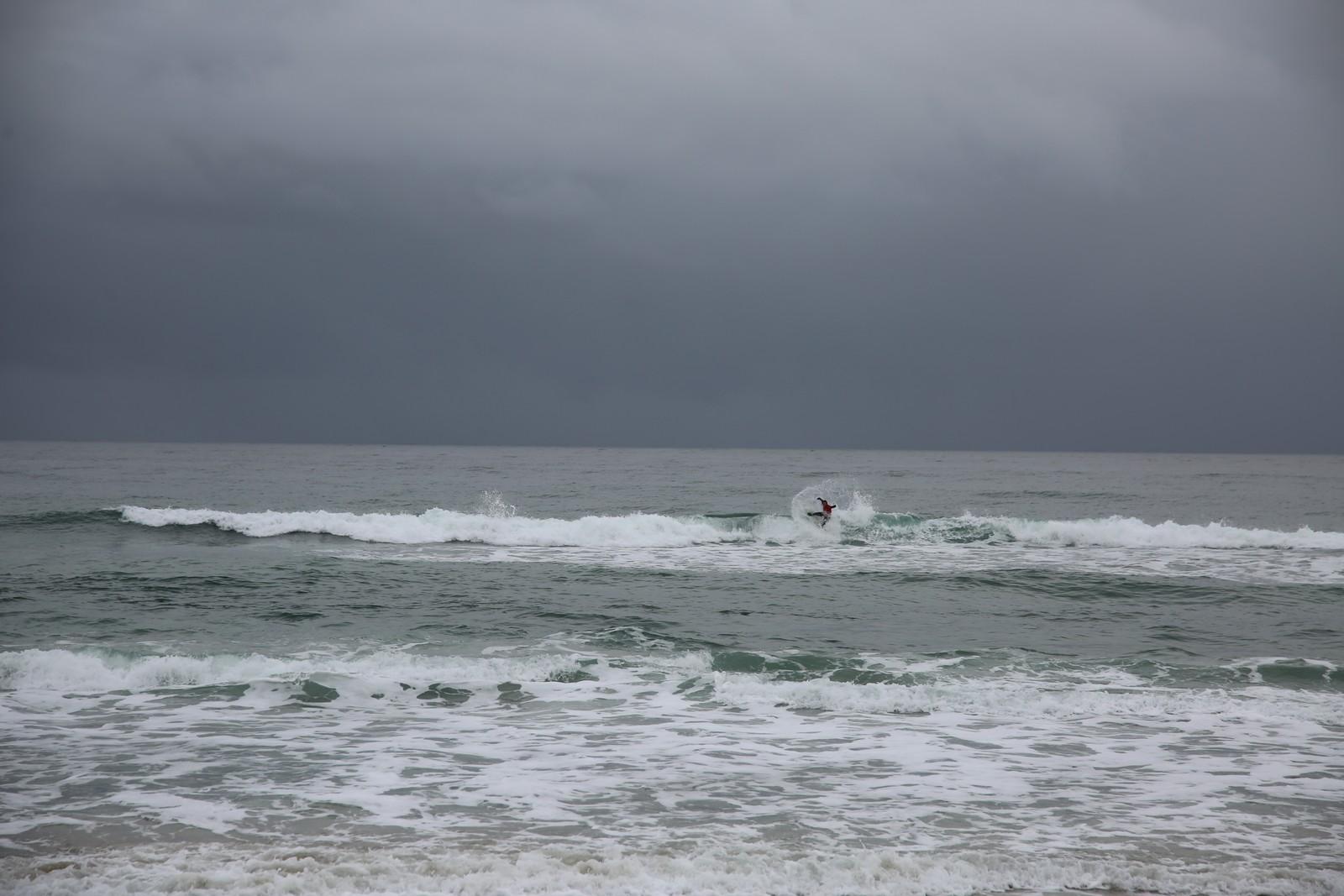 Deltakere fra 11 land hadde tatt turen til Borestranden for å delta på EM i surfing.
