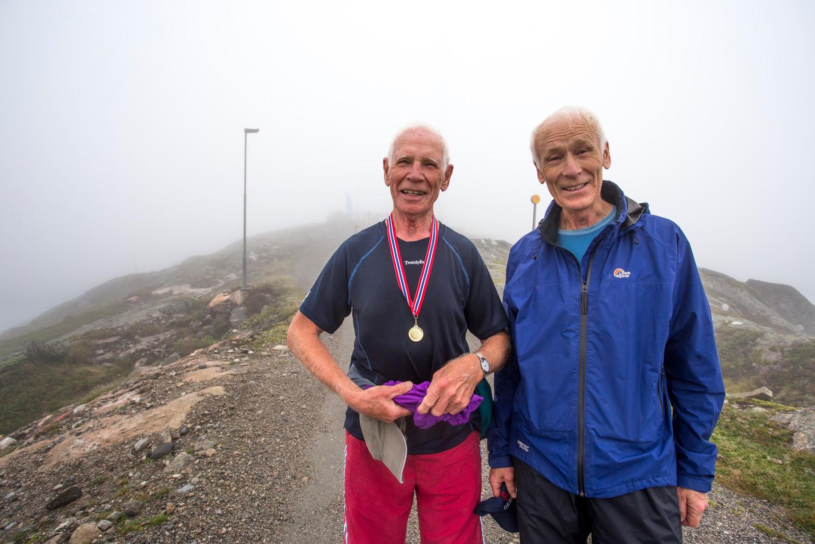 Leon Haugsbø (70) og Harald Fauske (78) var no ferdige med sin tiande tur på fjellet dei siste to vekene.