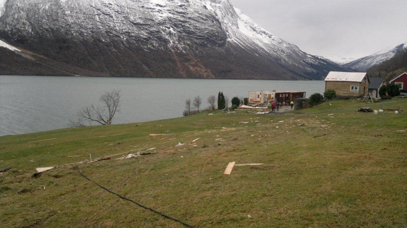 Perla, brukte Berit Myren å kalle Helset i Lodalen. Andre juledag 2011 såg det ifølgje ho ut som ein krigssti her.
