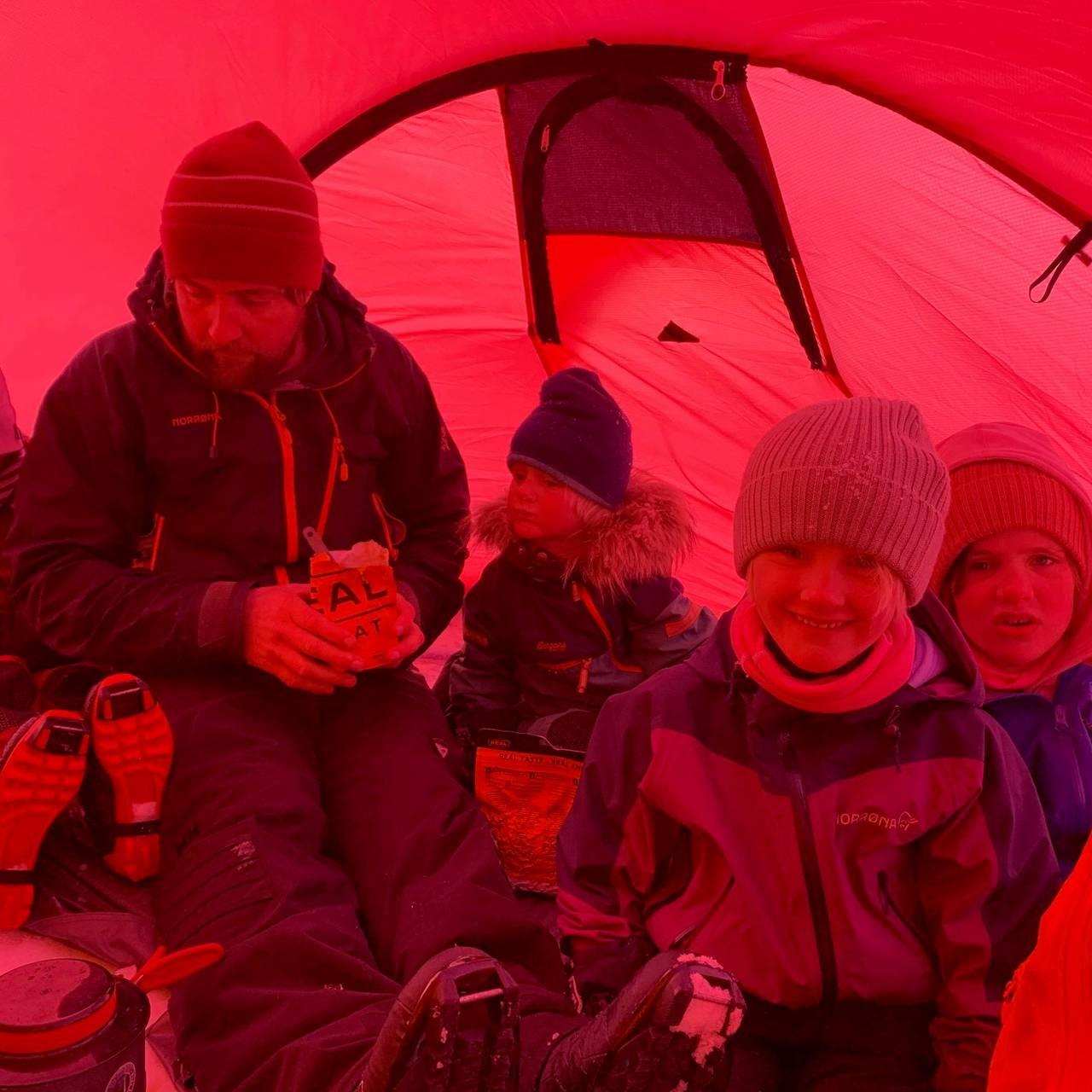 Trangt om plassen med to store og 9 små på teltur ved Sølen i Rendalen