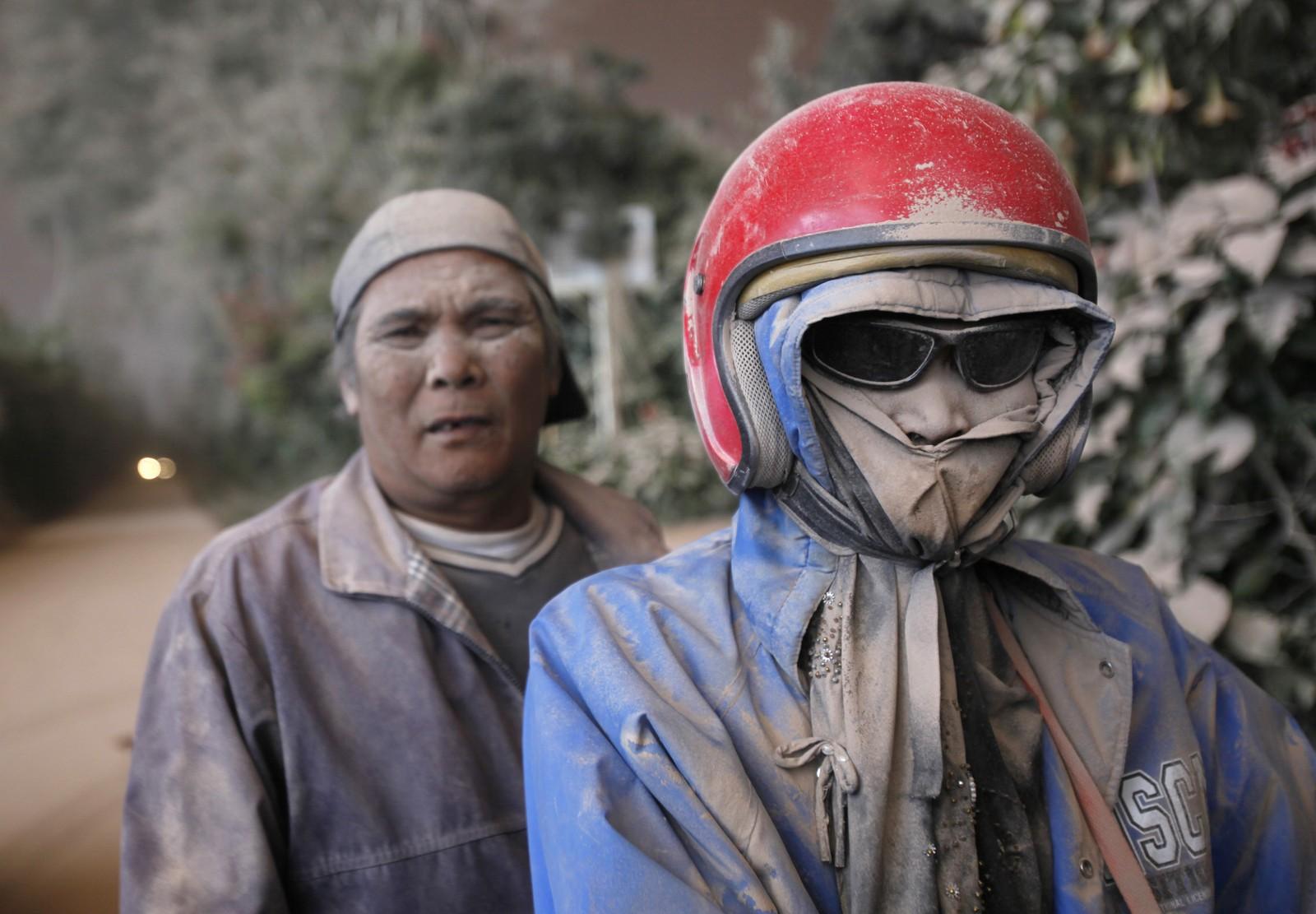 Mopedister etter møte med vulkanasken.