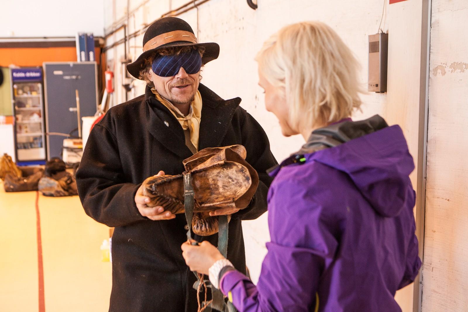 Lars Monsen ble kledd opp i en kopi av hundre år gamle klær.