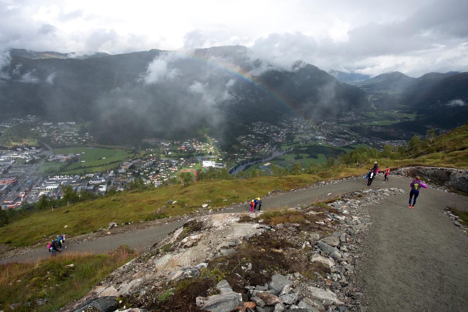Godvêret møtte ikkje tilskodarar og deltakarar før på veg ned att frå fjellet