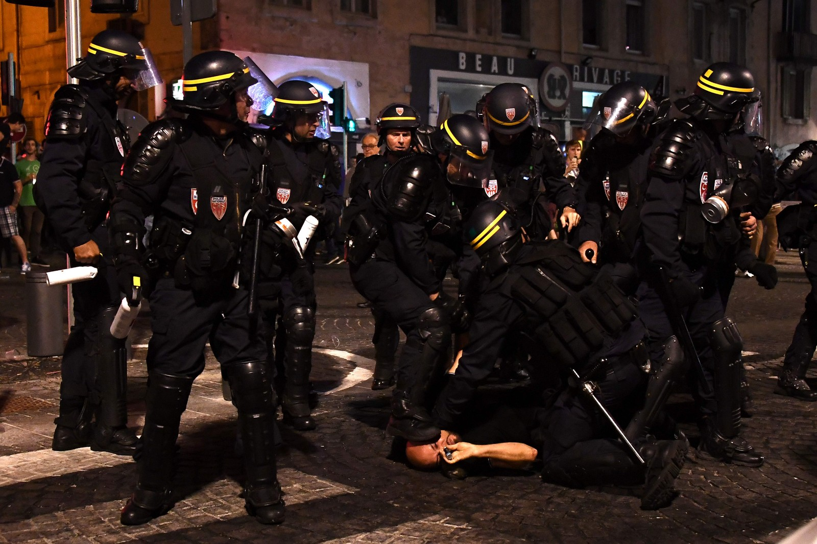Fotballsuppoertere og politi i sammenstøt i Marseille