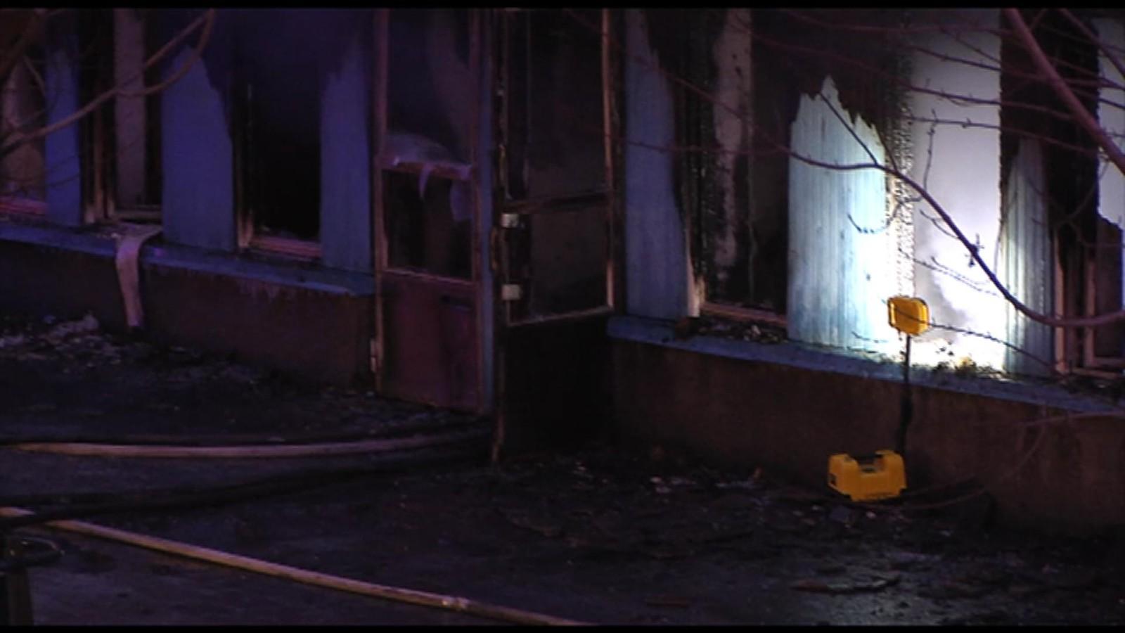Et 20-tall mennesker befant seg inne i lokalene da brannen  startet, men alle skal ha lykkes i å ta seg ut.