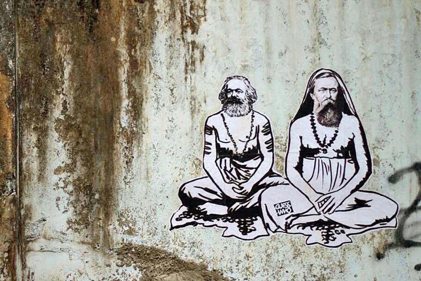 Delstaten Kerala er den første regionen i verden som fikk et kommunistisk styre gjennom et demokratisk valg (1957). Ifølge Guesswho er Marx og Engels`ansikter å se mange steder i området, og dette er artistens egen kunst med Marx og Engels.