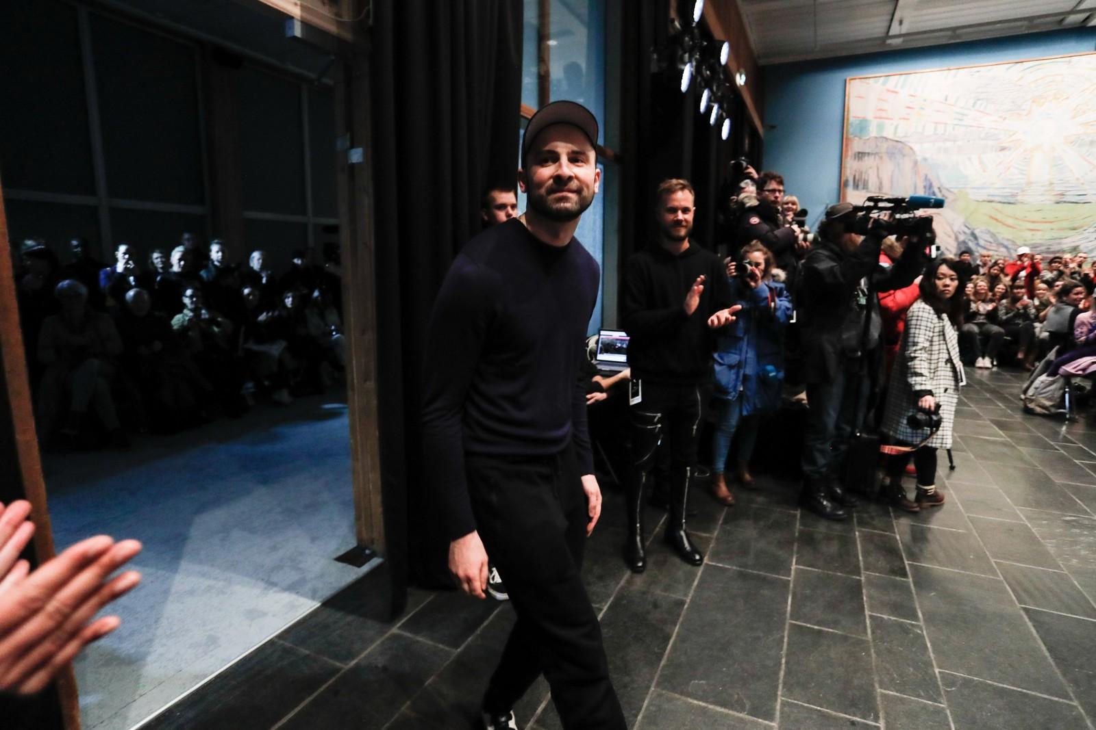 Designeren Admir Batlak på motevisningen på Munchmuseet i Oslo.