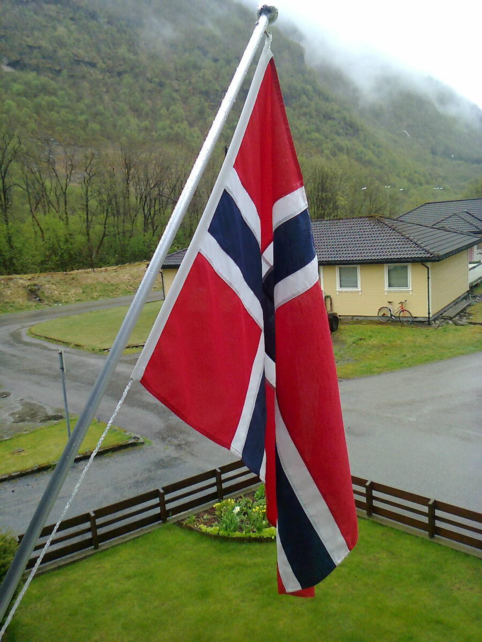 Her blir det flagga i Høyanger