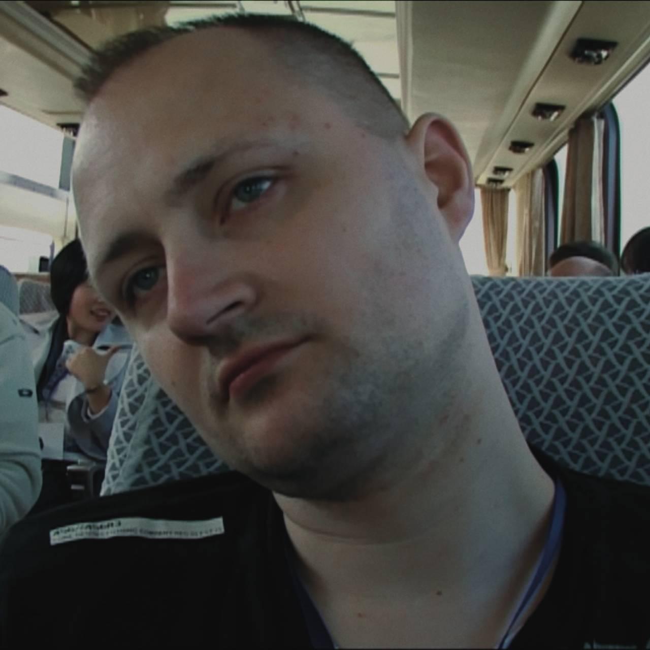 Ulrich filmer seg selv på busstur i Nord-Korea