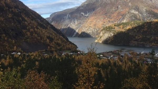 Temperaturen i de to bygdene i Møre og Romsdal, Tafjord og Surnadal, lå bare 0,2 grader under den nasjonale oktoberrekorden. På nattetid finnes det ikke noe i nærheten av 25,4 grader i temperaturdata som strekker seg tilbake til 1950-tallet.