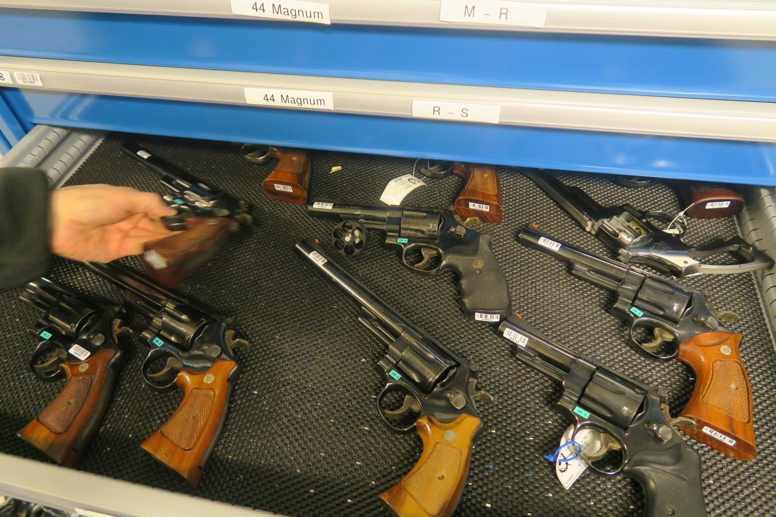 Revolvere: ulike typer som bruker .44 Magnum-ammunisjon.