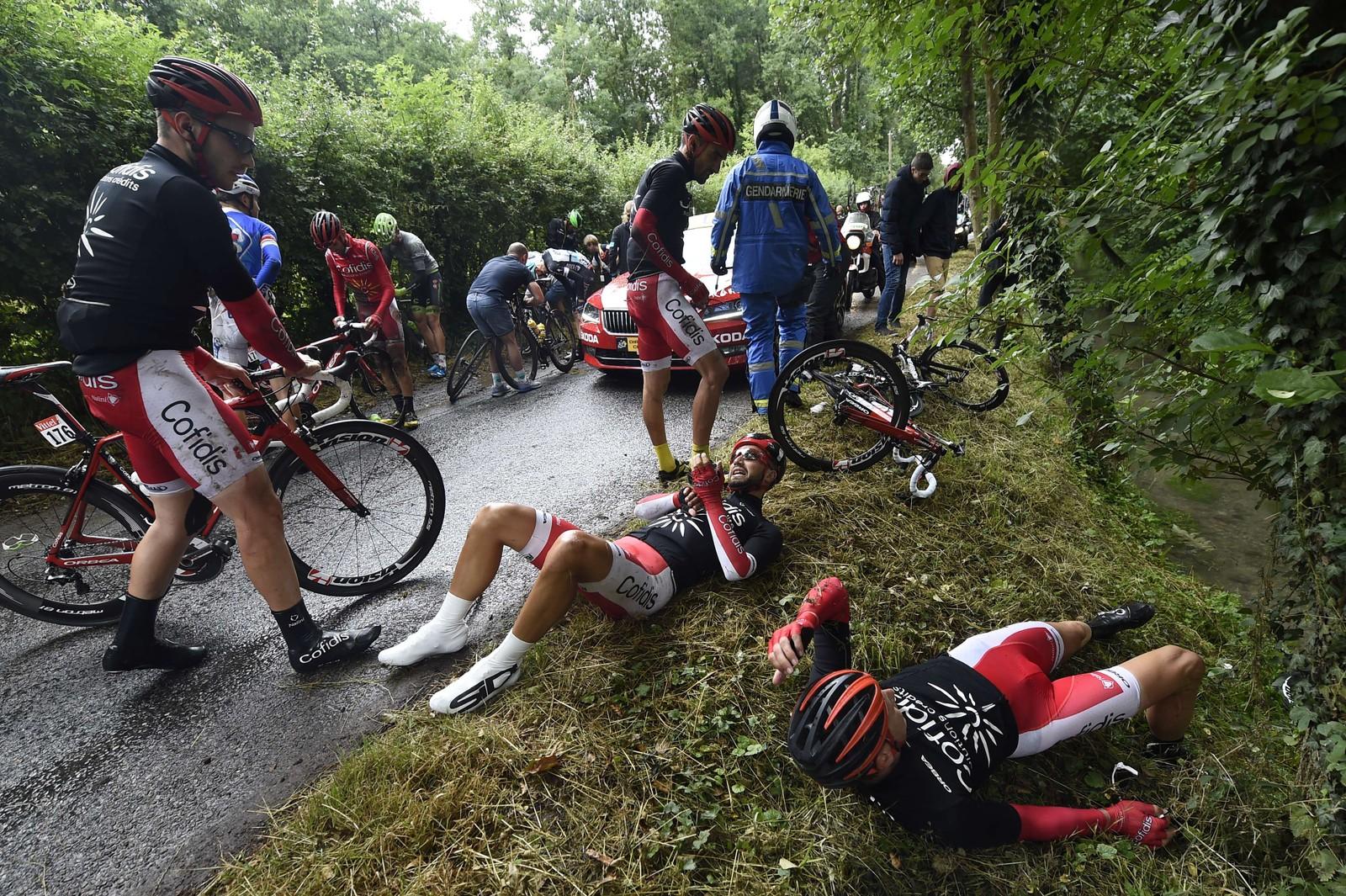 Det gikk galt også på den femte etappen. AFP PHOTO / ERIC FEFERBERG 560071863