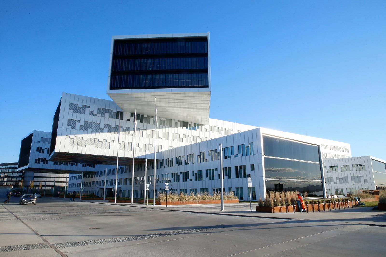 Statoil på Fornebu har hatt 7750 kvadratmeter på markedet for utleie, men har nå trukket det fra markedet. Pågangen var ikke stor og Statoil fikk samtidig behov for å bruke deler av lokalet selv. Men fortsatt står mye tomt.