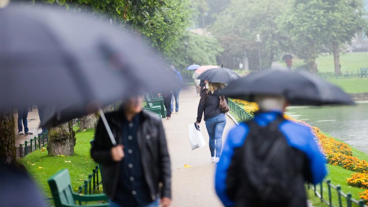 Paraplyer i Bergen - Foto: Emil Breistein/NTB scanpix