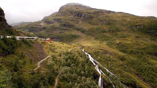 På Myrdal (oppe til venstre) møtest Bergensbanen og Flåmsbana. Foto: Merete Husmo Høidal, NRK.