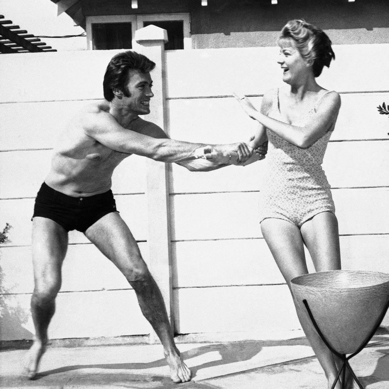 Clint og kona Maggie fra en hjemme hos-reportasje i 1960.